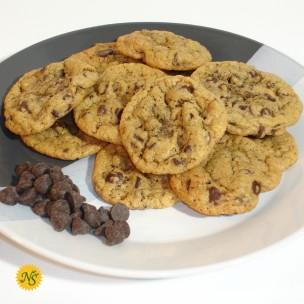 http://neessweets.com/1-345-thickbox/chocolate-chip-organic-cookies.jpg