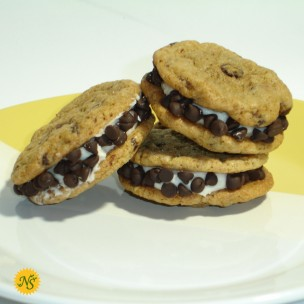 http://neessweets.com/4-367-thickbox/organic-chocolate-chip-sandwich-cookies-with-mini-chips.jpg